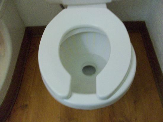 Motel 6 San Jose South: Really!  Oval seat on round toilet.. it was awkward!