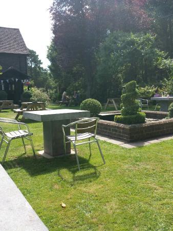 Blacksmiths Head: Amazing food in a beautifull garden