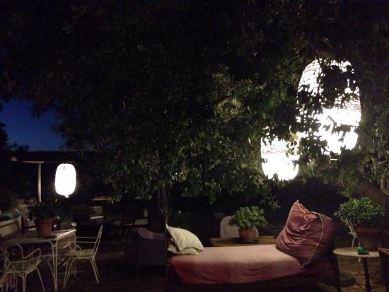 Le Stanze del Casale B&B : Relax notturno nel meraviglioso patio del Casale