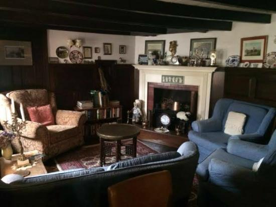 Lewis's Bed and Breakfast: Lewis's B & B  'Cosy sitting room area'