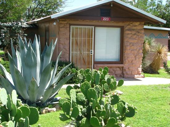 Mountain Valley Lodge & RV Park: La Paloma Front
