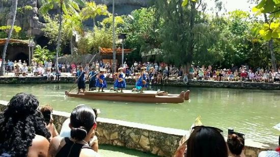 how to get to polynesian cultural center from waikiki