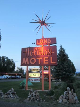 Long Holiday Motel : Can't miss the renovated sign!