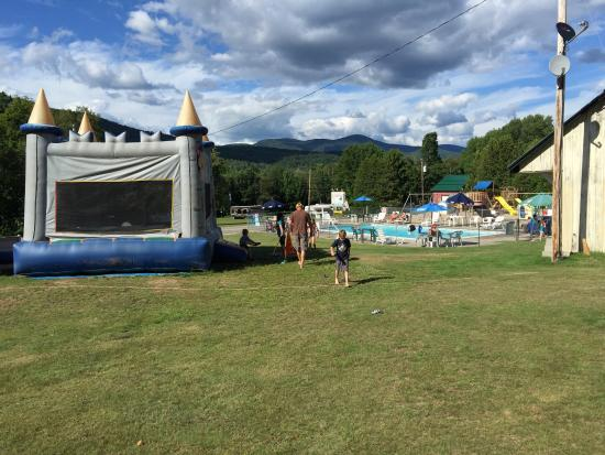Shelburne, NH: Busy day at the pool