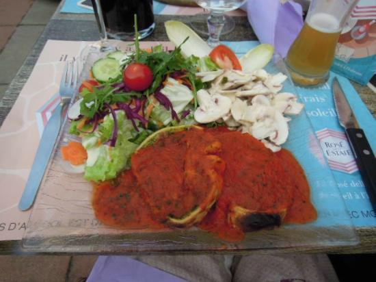 Herrlisheim-pres-Colmar, ฝรั่งเศส: Primavera et salade   -Roulés d'Epinards et tomates en sauce-