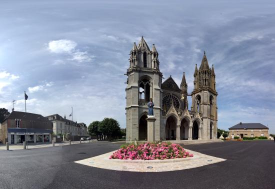 The Basilica of Our Lady of Pontmain: Basilique Notre-Dame de Pontmain