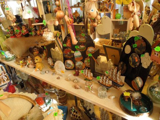 Zelenogradsk, Russland: магнитики, игрушки, забавные поделки