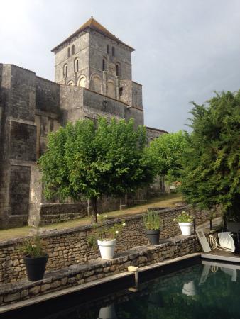 Saint Sauvant, ฝรั่งเศส: Excellente adresse : le restaurant est superbe autant que la déco de l'hôtel, c est comme être c