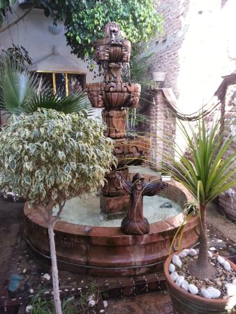 Casa Malitsin: Fountain in the courtyard
