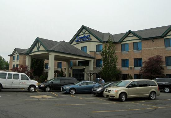 Comfort Inn & Suites : front of the hotel