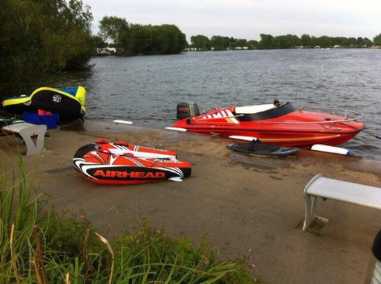 Cosgrove Park: Fun on the lake