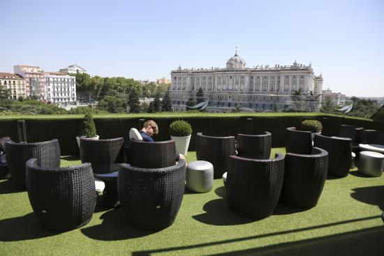 Roof terrace picture of apartosuites jardines de for Hotel jardines sabatini