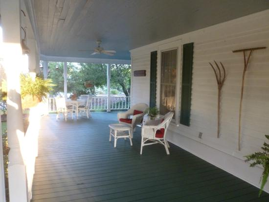 Sunrise Farm Bed and Breakfast: The wrap around porch
