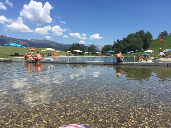 Obersaxen, Suiza: Badesee im Rufelipark