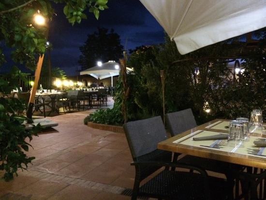 Picture of restaurante la roca peratallada for Restaurante la roca