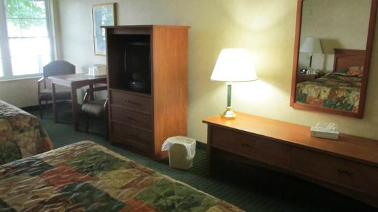 White River Inn and Suites: Our room