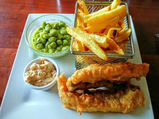 Fitzgerald's Junction Bar: Fish & Chips