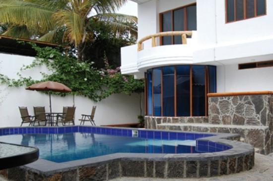 Galapagos Island Hotel - Casa Natura: Balcón + pileta