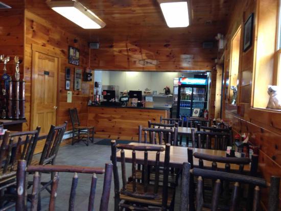 Smoke'n Dudes BBQ Co: Dining room