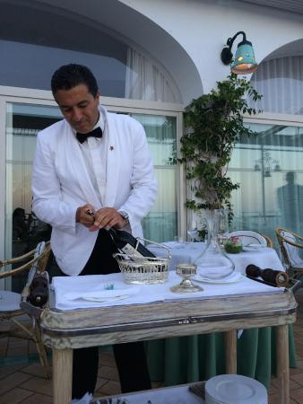 Santa Caterina Hotel: White dinner jacket service all day and night