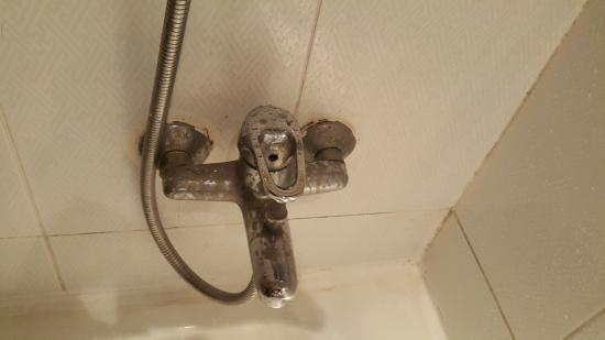 Golden 5 Almas Resort: Rusty shower