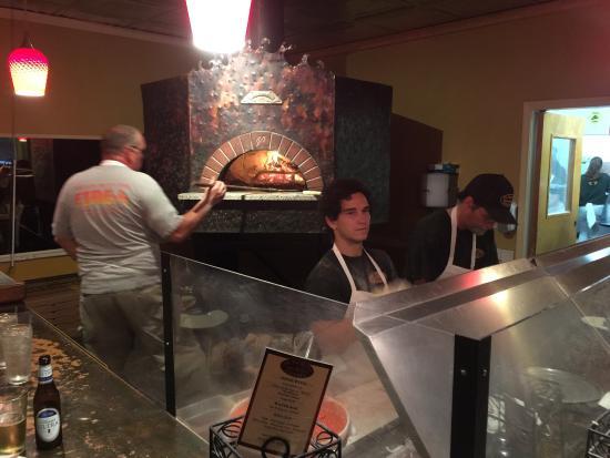 The Tuscan Oven Pizzeria: photo0.jpg
