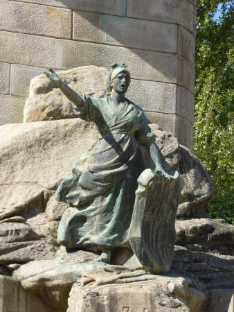 Monumento a los Heroes de Puente Sampayo