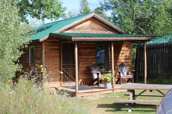 Papins Log Cabin Resort: Little Cabin