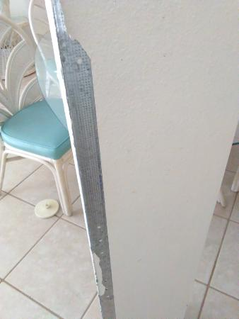 Southbay by the Gulf: Falling apart wall in living room