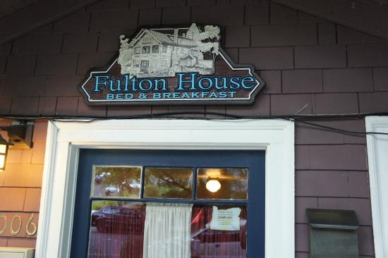 Fulton House Bed & Breakfast: Front Entrance Sign.