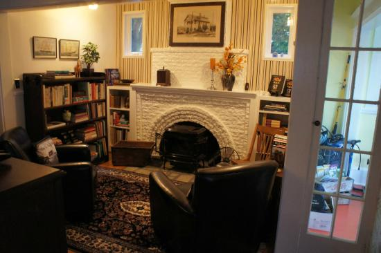 Fulton House Bed & Breakfast: The Living Room Fireplace.
