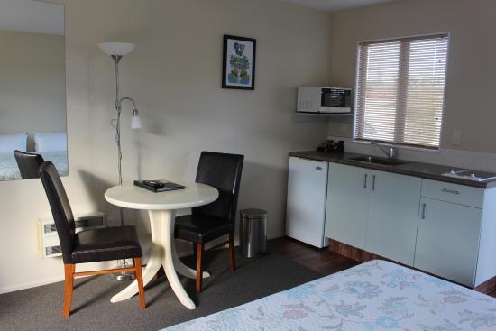 Westport Spa Motel: Studio Unit Kitchenette