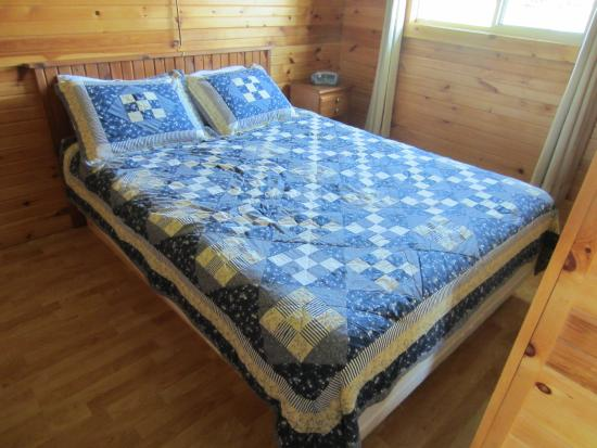 Swept Away Cottages: The double bed room