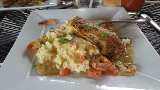 Anderson, Carolina del Sur: Blackened Mahi Shrimp & Grits