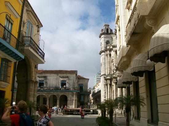 History Trip Havana Tour: The Streets of Havana Vieja Isbel's Tour