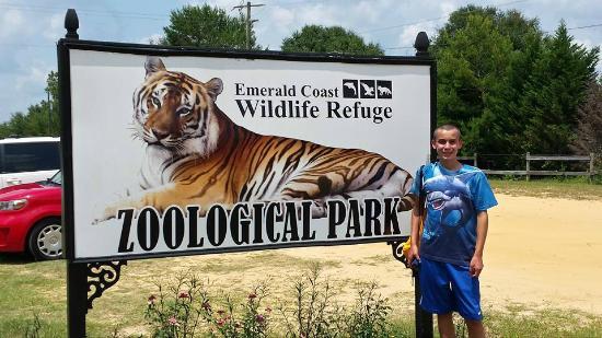 Emerald Coast Wildlife Refuge Zoological Park: Sign near the entrance
