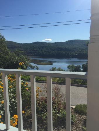 Harvest Barn Inn: Breakfast with a view