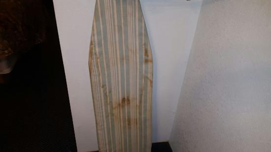 Days Inn Muskogee: ironing board