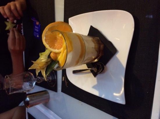 Le Delano : Le tiramisu revisité (noix de coco, mangue, et fruits rouges)