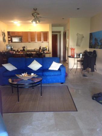 Residencias Reef Condos: Inside #6130 blg 2