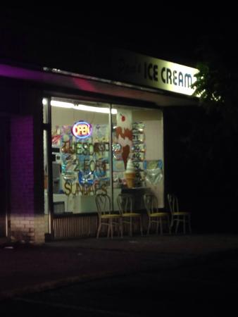 East Islip, NY: Pam's Ice Cream Shop