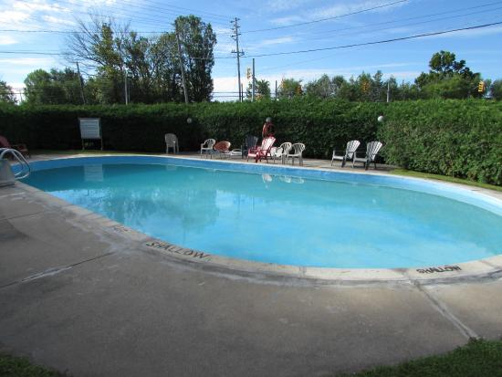 In ground pool picture of tay inn perth tripadvisor for Pool show perth 2015