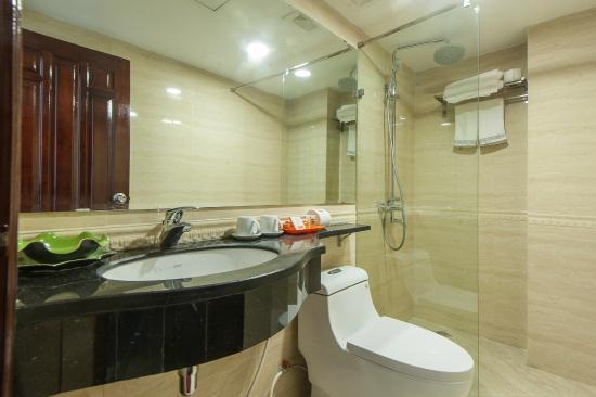 Lefoyer Hotel: nhà tắm