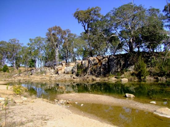Murphys Creek: Beach and swimming hole