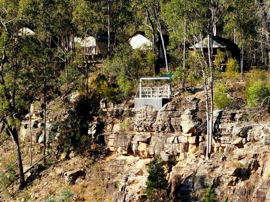 Murphys Creek: Hideaway cabins with abseiling area