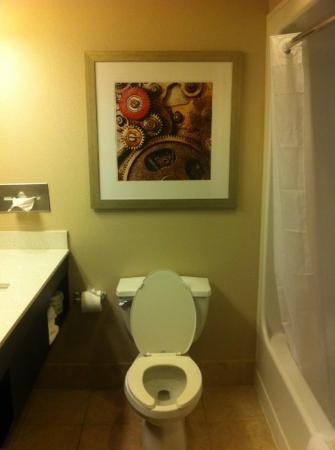 Comfort Inn: the throne