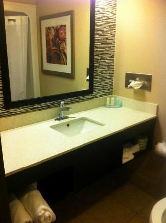 Comfort Inn: bathroom counter