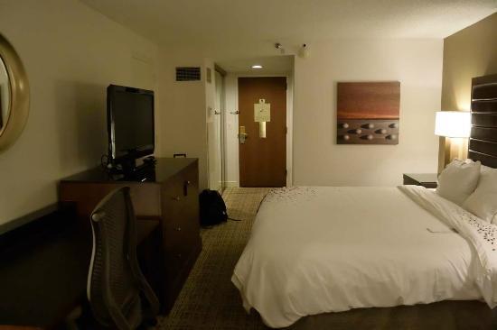 Drury Inn Airport St. Louis - Deluxe King Room