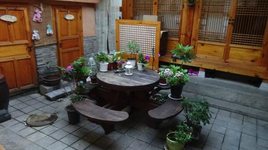 Haemil Hanok Guesthouse: Pleasant Courtyard