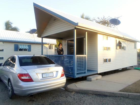 Rowes Bay Beachfront Holiday Park: Our Beach front Villa